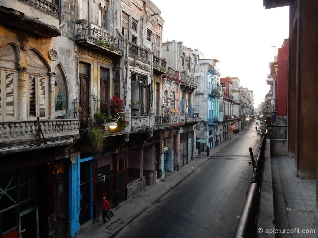 Calle Neptuno at dawn