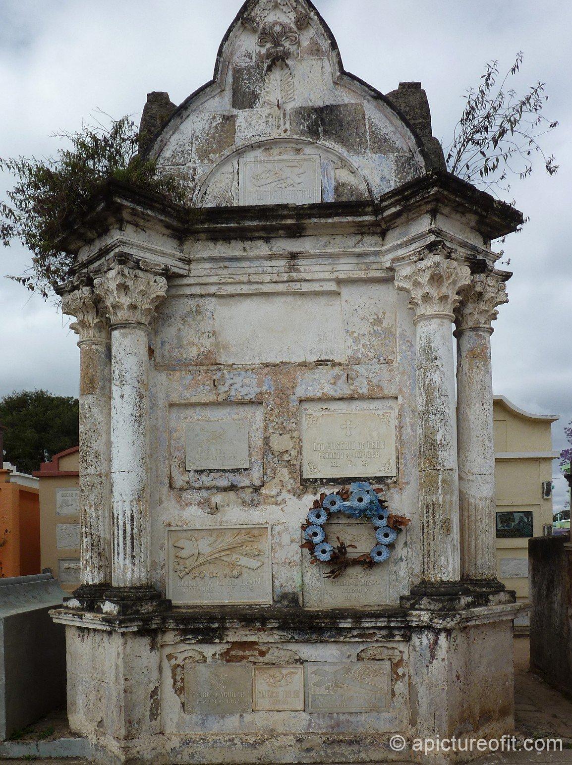 quiche_cemetery_p1250887p