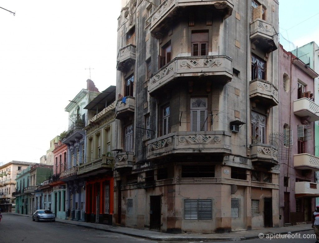 So much architectural interest in this relatively well maintained Havana building