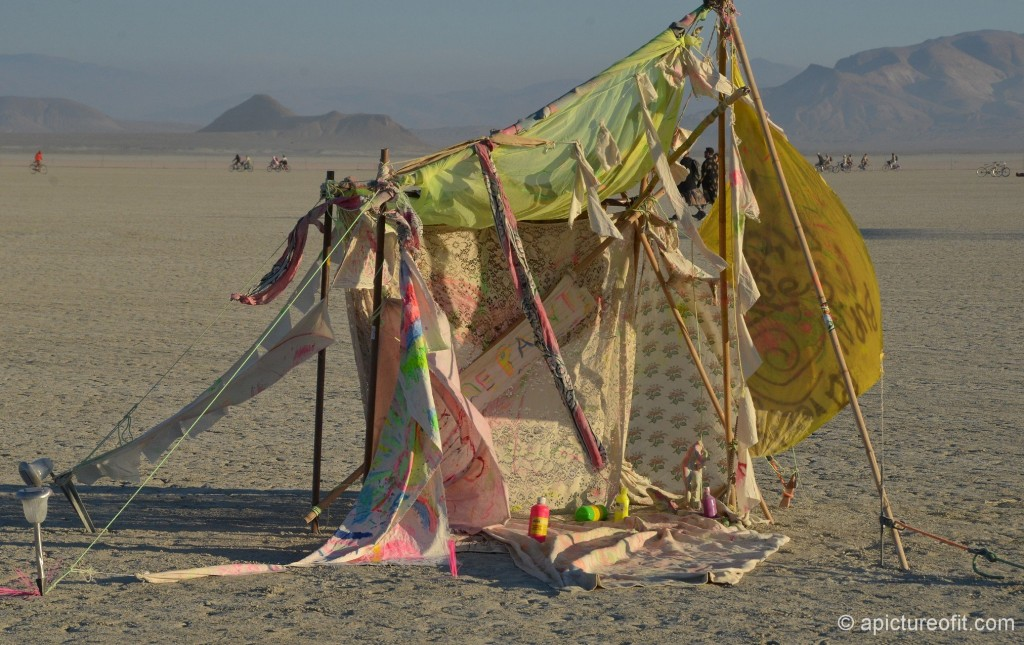 Art in the Deep Playa - a 'create your own art' installation